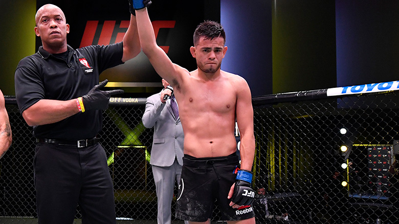 Brandon Royval wins UFC Fight Night debut