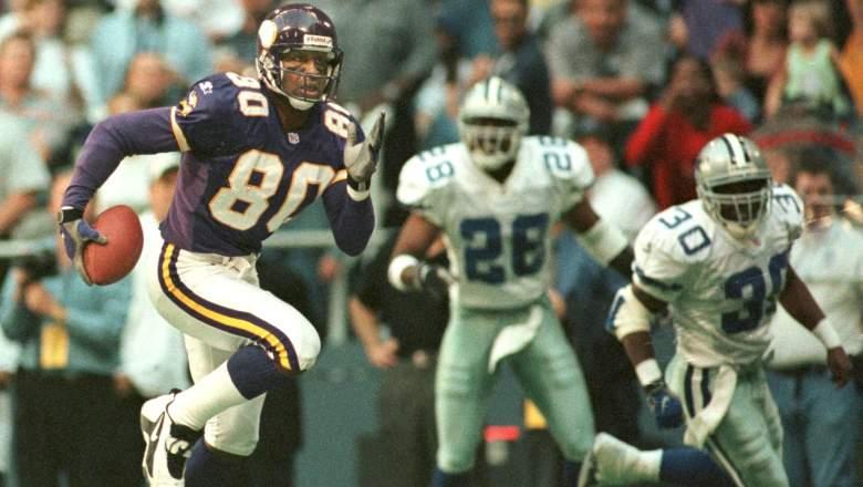 Cris Carter of the Minnesota Vikings (80) runs awa