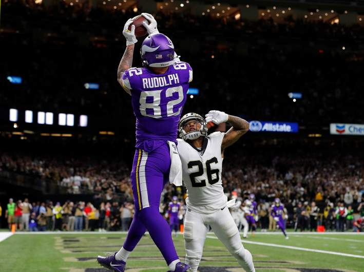 Kyle Rudolph catches a pass in the end zone to clinch the NFC Wild Card game for the Vikings