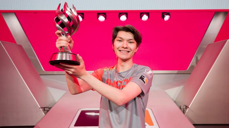 Sinatraa with his Overwatch League 2019 MVP trophy.