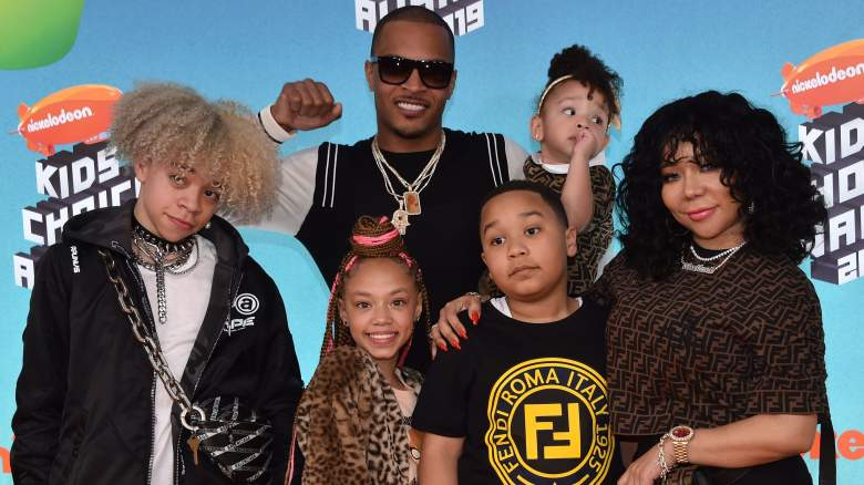 """US rapper T.I. (C), wife singer-songwriter Tiny (R) and their children (from L) Clifford """"King"""" Joseph Harris III, Layah Amore Harris, Major Philant Harris and Heiress Diana Harris arrive for the 32nd Annual Nickelodeon Kids' Choice Awards at the USC Galen Center on March 23, 2019"""