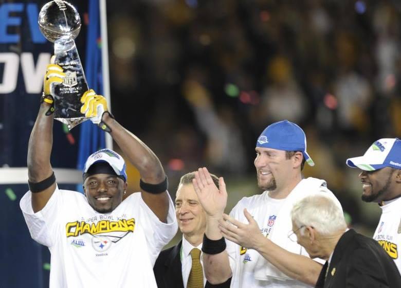 Santonio-Holmes-holding-Super-Bowl-trophy
