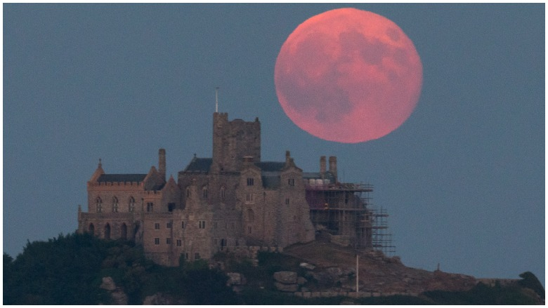 strawberry moon lunar eclipse, strawberry moon, strawberry eclipse, what is strawberry moon