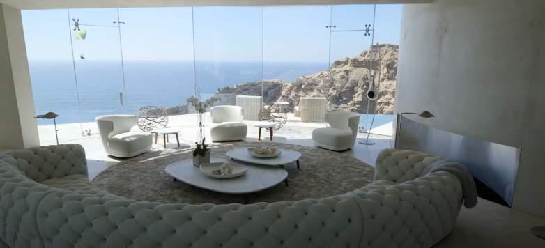 Razor House Mansion living room