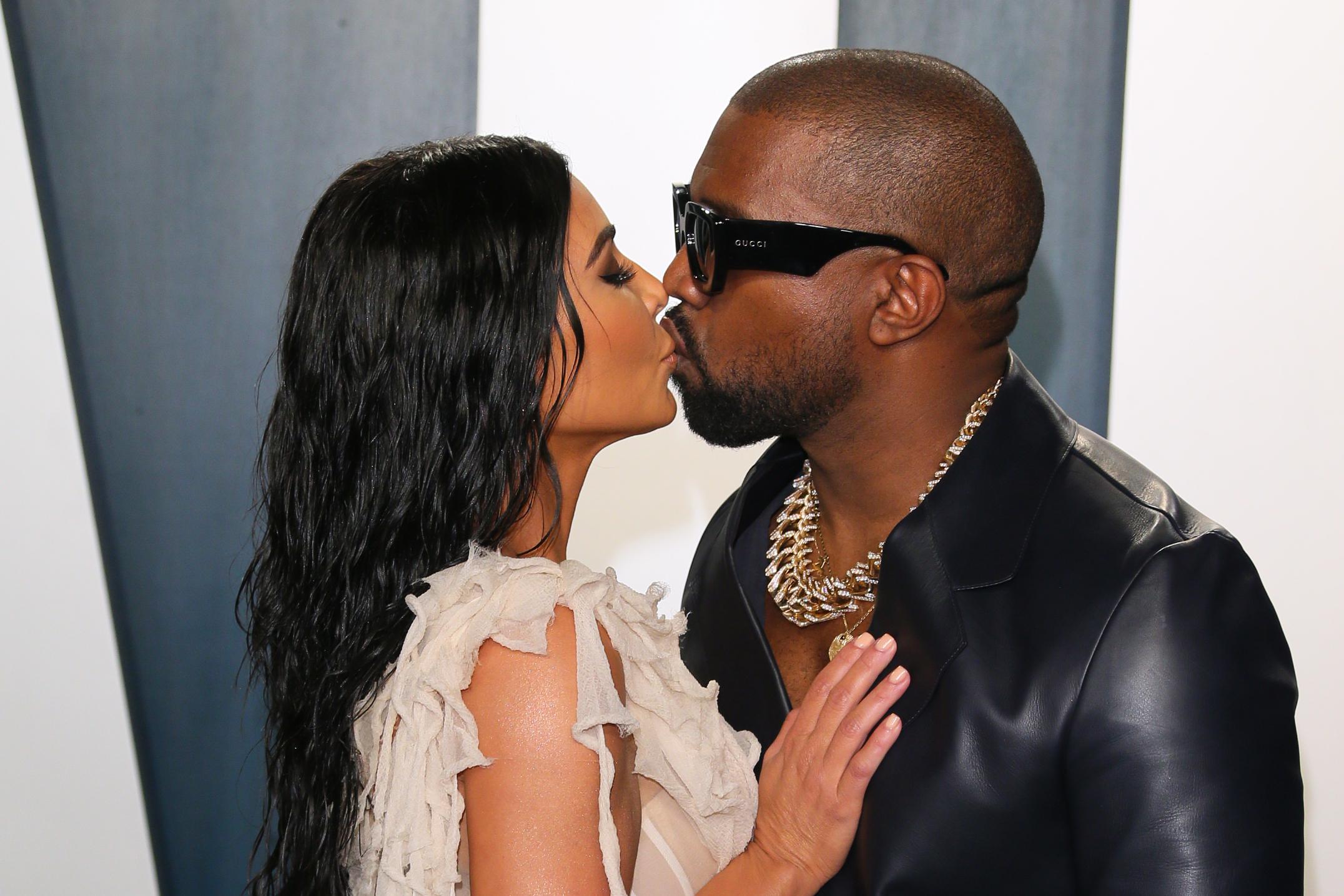Kanye West Tweets Naked Pictures of Kim Kardashian: Im
