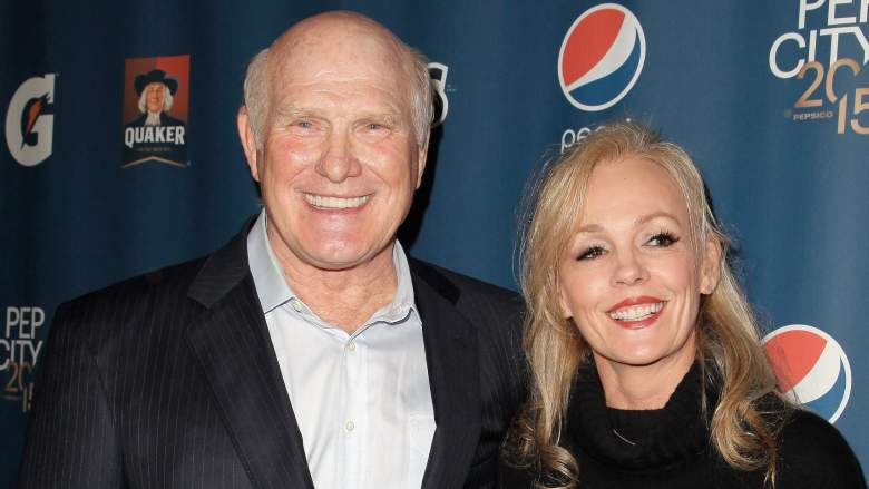 Former NFL player Terry Bradshaw and Tammy Bradshaw attend the Pepsi Rookie of The Year Party at Phoenix Art Museum on January 30, 2015 in Phoenix, Arizona.