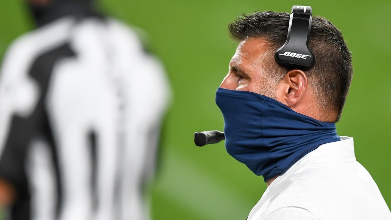 Mike-Vrabel-with-mask