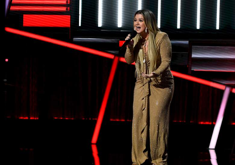 Kelly Clarkson 2020 CMT Awards presenter