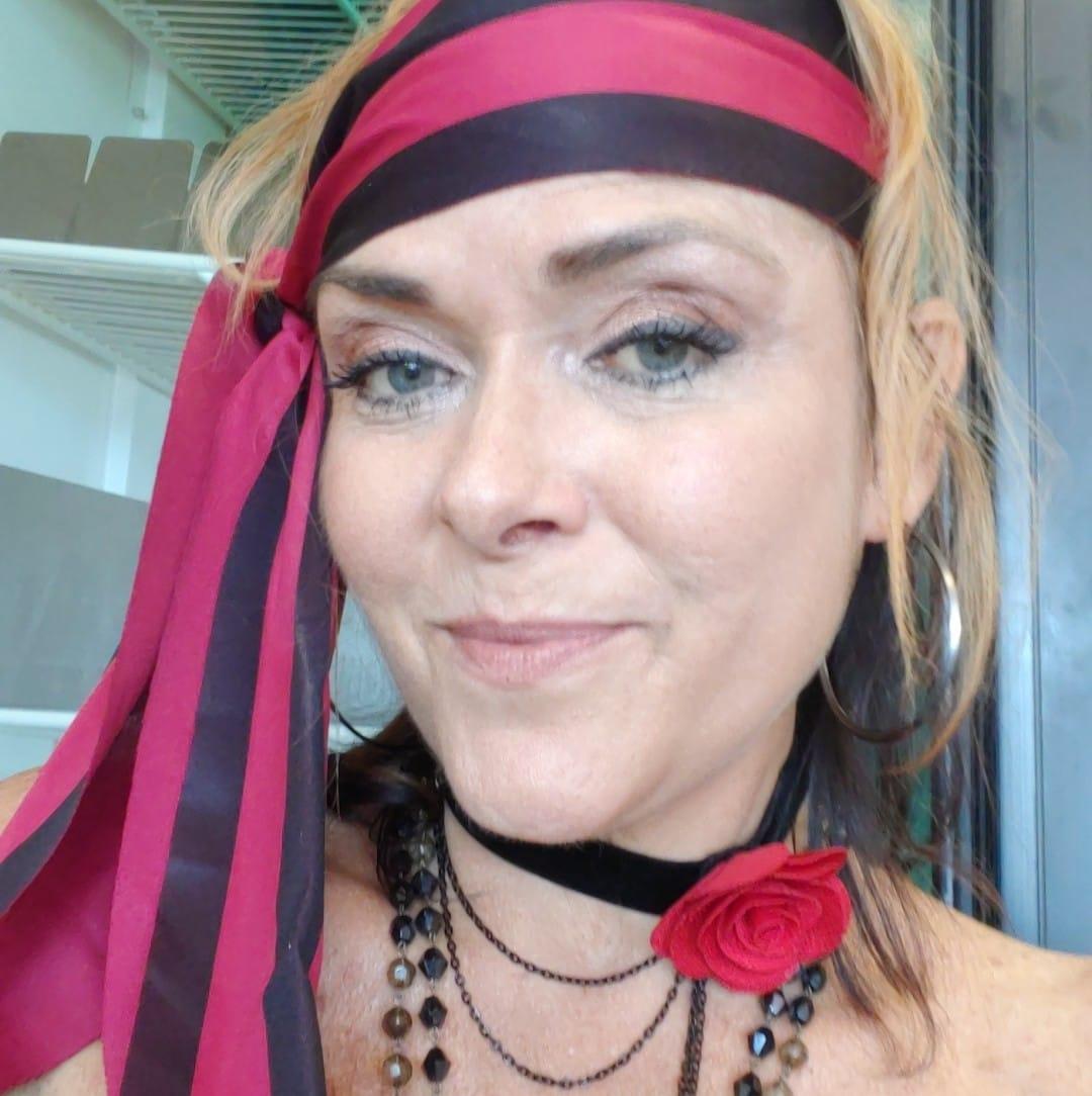 Leanza Cornett Dies at 49