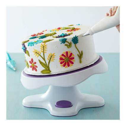 Spinning cake decorating stand