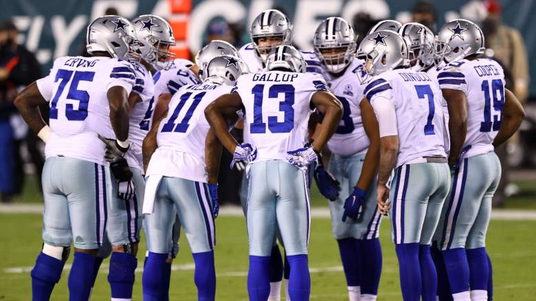 Cowboys offensive huddle