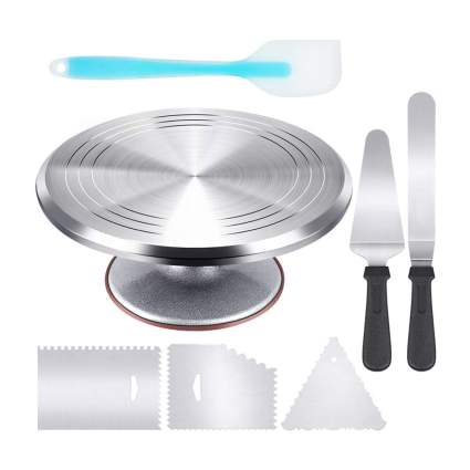 Cake decorating stand and tools