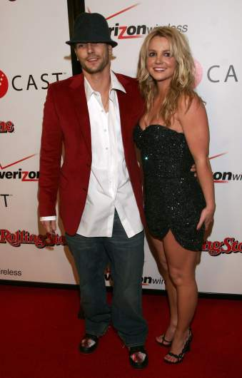 Kevin Federline and Britney Spears on the red carpet.