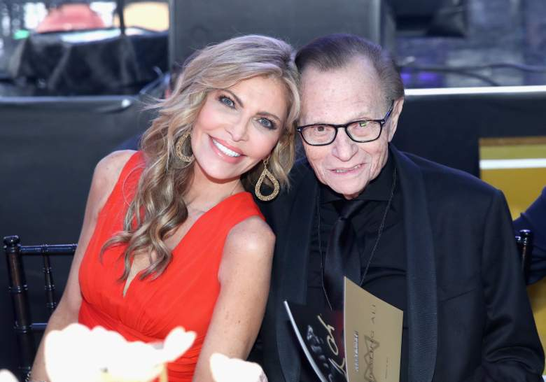 Shawn King leans in to Larry King for a photo.