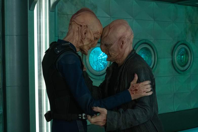 Saru and Su'Kal sharing an affectionate moment
