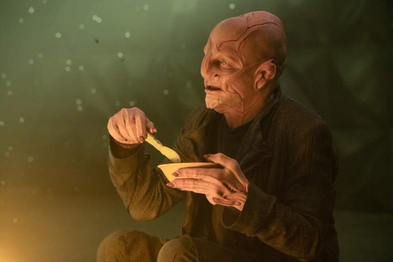 Su'Kal eating in the Verubin Nebula