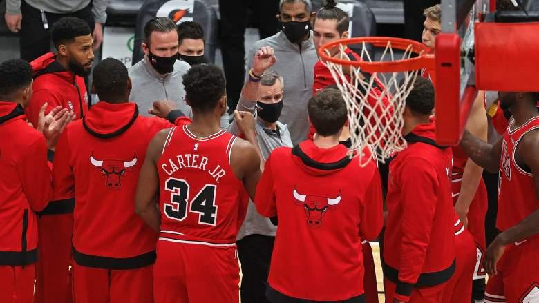 Billy Donovan, Bulls coach (center)
