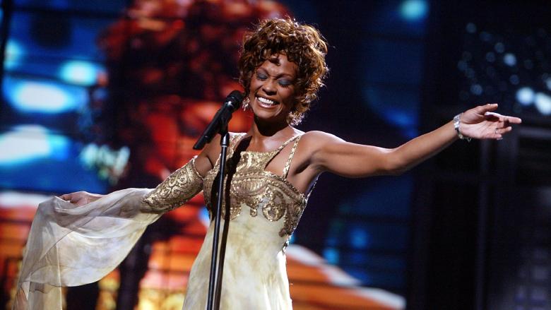 Whitney Houston performing at the 2004 World Music Awards.
