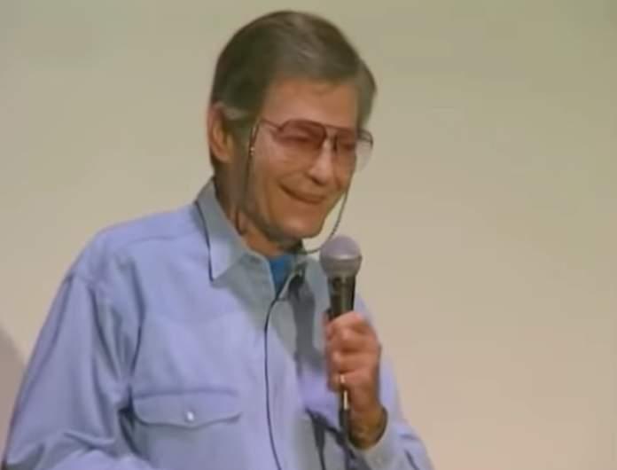 DeForest Kelley speaks at a Star Trek convention