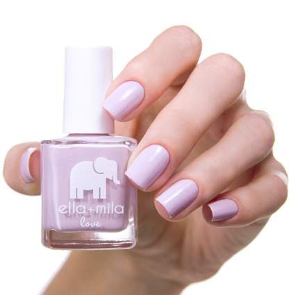 Hand with Ella + Mila lilac nail polish
