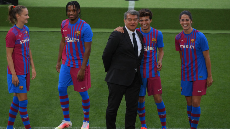 Barcelona Unveil Unusual New Home Kit For 2021 22 Look Heavy Com
