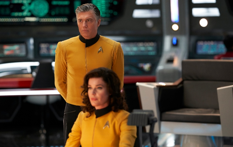 """Anson Mount as Captain Pike and Rebecca Romijn as Number One in """"Star Trek: Discovery"""""""