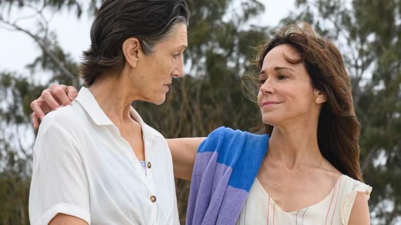 (L-R): Harriet Walter as Edie and Frances O'Connor as Kate in THE END