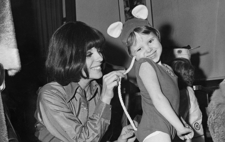 Joan Collins with her 5-year-old daughter Tara Newley